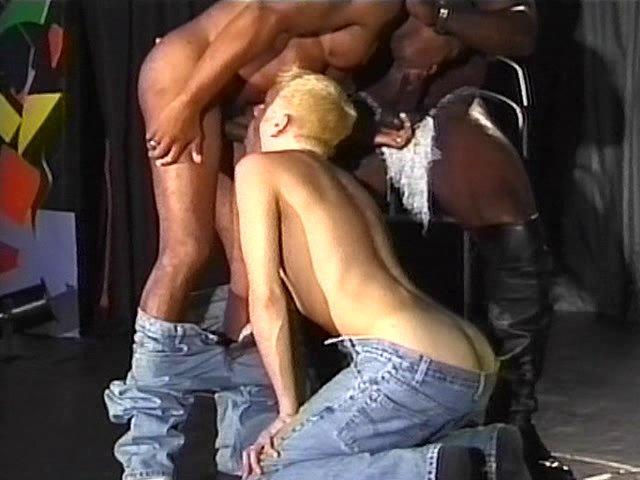 mecs entre mecs homme gay baise