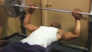 Baise musclée à la salle de sport