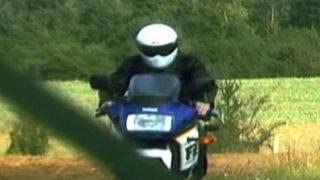 Les plaisirs solitaires d'un motard
